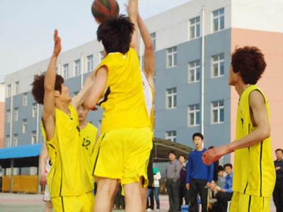 公司组织的篮球比赛.jpg